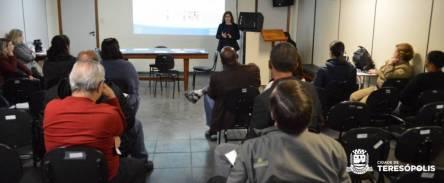 Consultora Roberta Castro apresenta o programa Busca Ativa Escolar na Secretaria de Educação