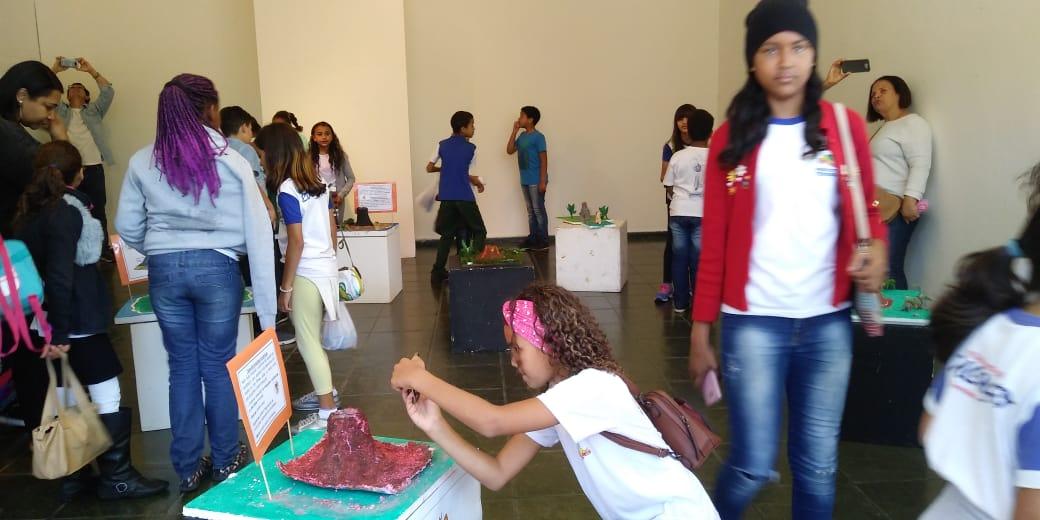 Exposição da EM Ginda Bloch na Casa de Cultura