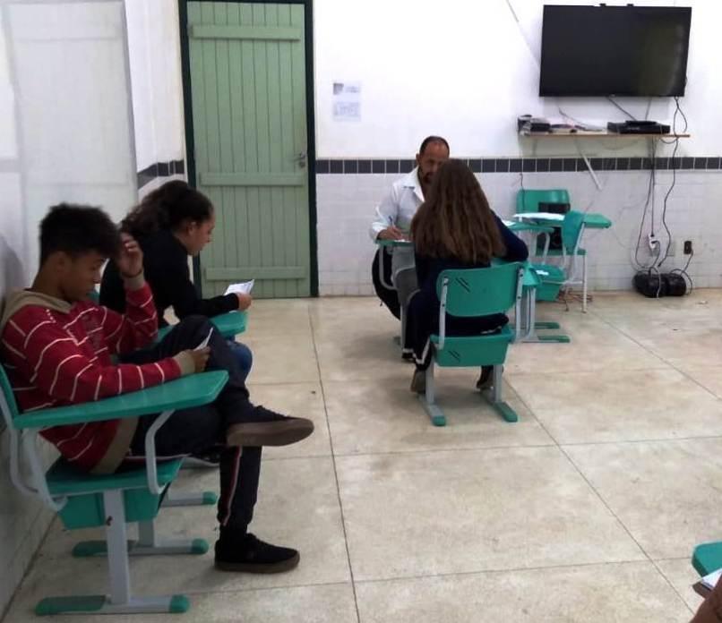 Avaliação-médica-com-alunos-da-Escola-Neidy-Angélica-em-Vargem-Grande-por-equipe-do-PSF-do-bairro
