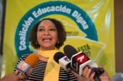 María Teresa Cabrera da declaraciones a la prensa