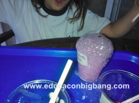 Reacción ácido base con burbujitas
