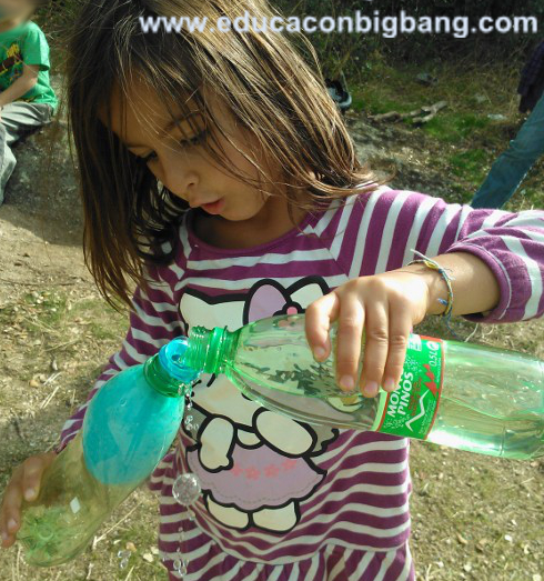 Llenando el globo de agua