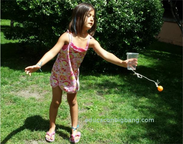 El Juego De La Pelota Y El Vaso Experimentos Para Ninos Y