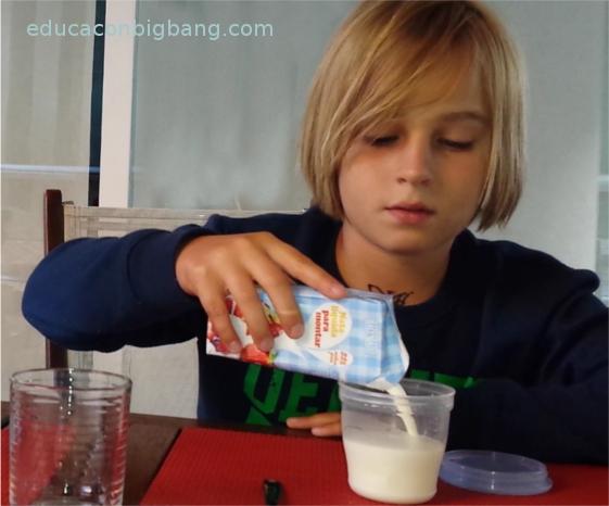 Echando la nata en el tarro