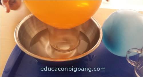 Calentando el vaso en un bol.