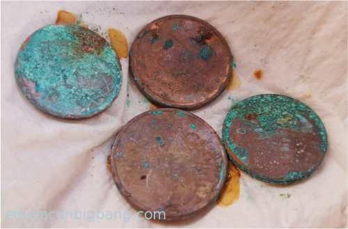 monedas con pátina verde azulado