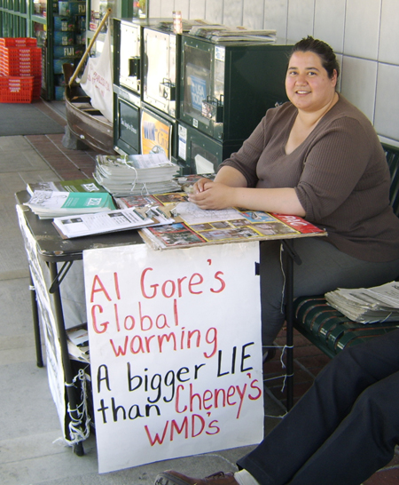 https://i0.wp.com/educate-yourself.org/glw/Al%20Gore%20protest%20table450w13mar07.jpg