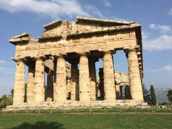 Paestum - temple view