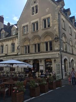 La Serpente Cafe & Hotel