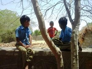 एजुकेशन मिरर, भारत में प्राथमिक शिक्षा, सरकारी स्कूल में पढ़ाई, खेलना