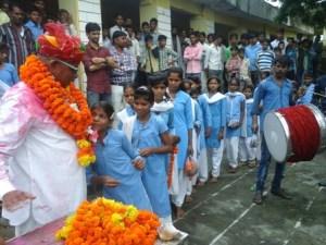 एक सरकारी स्कूल में प्रधानाध्यापक का विदाई समारोह।