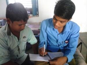 इस कहानी के लेखक रमेश और अर्श कुमार हैं। ये दसवीं कक्षा के छात्र हैं।