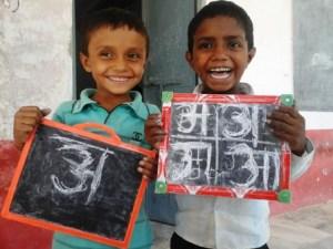 भारत के सरकारी स्कूल में पढ़ने वाले बच्चे।