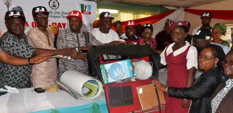 Reps member gifts textbooks, lab tools to students