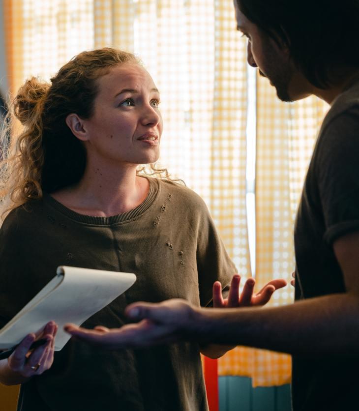 Un couple est en conflit et se chicane. Une relation de coparentalité positive est importante pour avoir une vie familiale heureuse.
