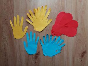 Podążaj według wzoru (ręka i noga) – ćwiczenie sensoryczne
