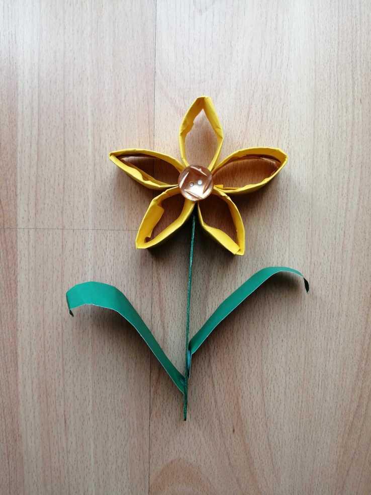 Kwiat - praca plastyczna z wykorzystaniem rolki