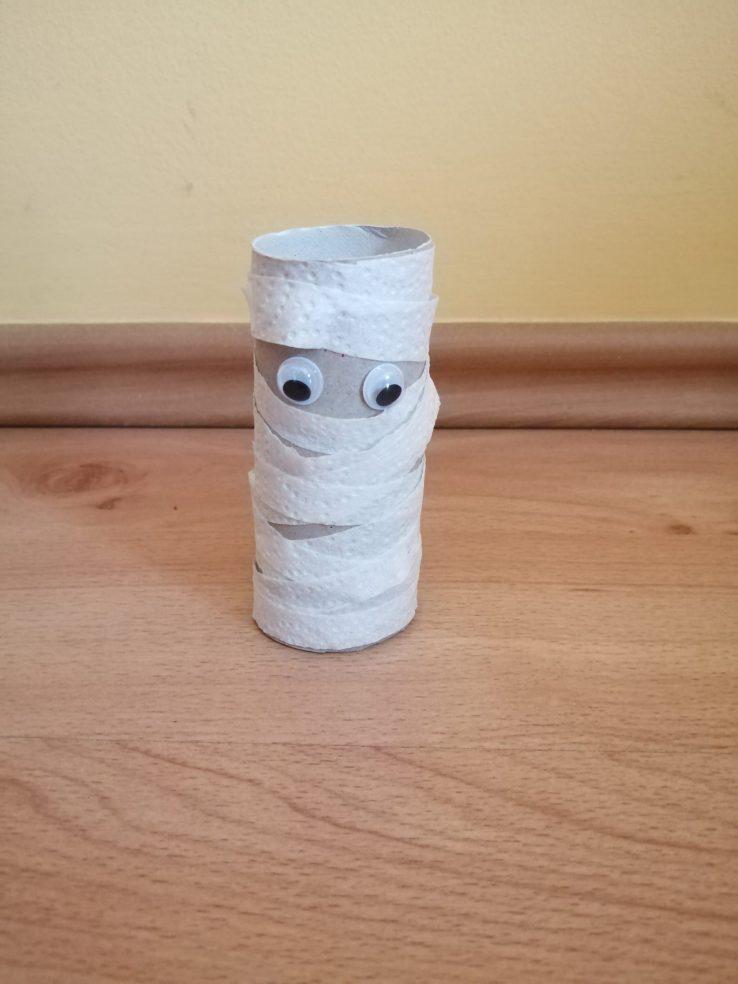 Mumia - praca plastyczna z wykorzystaniem rolki
