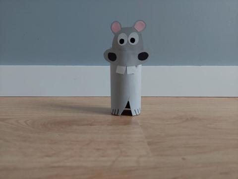 Hipopotam - praca plastyczna z wykorzystaniem rolki