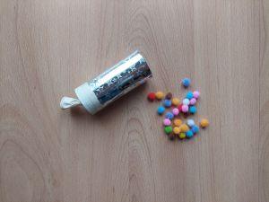 Wyrzutnia konfetti - praca plastyczna z wykorzystaniem rolki