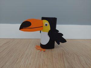 Tukan - praca plastyczna z wykorzystaniem rolki