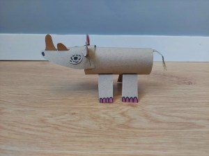 Nosorożec - praca plastyczna z wykorzystaniem rolki