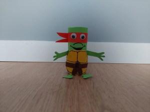 Raphael - żółw Ninja - praca plastyczna z wykorzytsaniem rolki