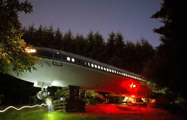 This man turned an airplane into his home and the inside looks pretty amazing