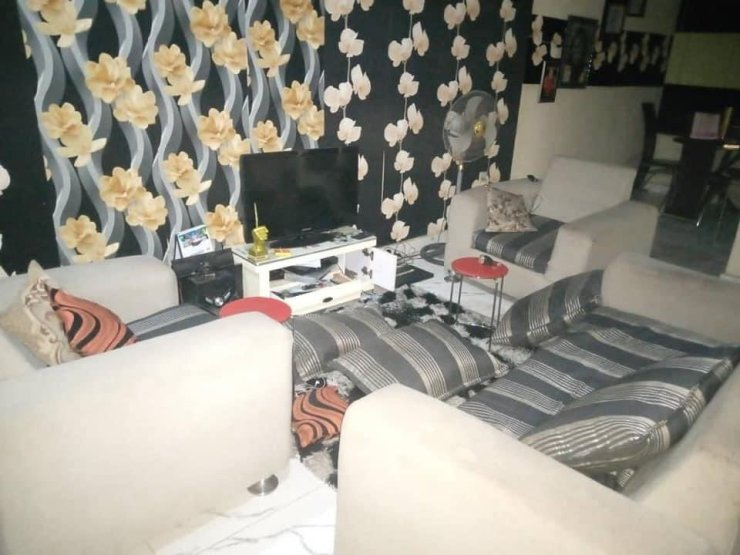 Journalist Narrates How EFCC operatives Broke Into Her Home At 2am Like Armed Robbers (Photos)