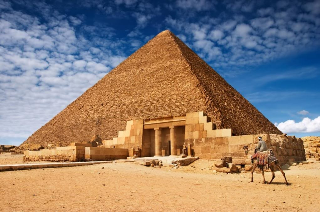 1. The Pyramid of Great Britain (BC 2560 - Cairo, Egypt)