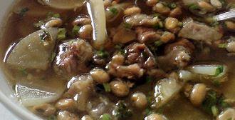 Soto Bandung khas dengan lobak dan kacang kedele