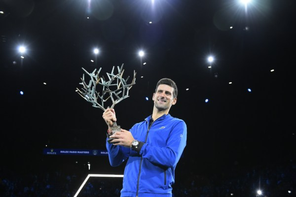 Djokovic impecável no Masters de Paris