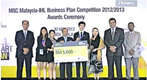 UCSI University students Chew Pei Xin (second from left), Jasmine Lum (third from let), Lim Wai Hing (fifth from left), and Faculty of Business & Information Science lecturer Ms. Eva Lim (sixth from left) posing for a group photo after bagging the first runner-up prize at the MSC Malaysia- IHL Business Plan Competition (MIBPC).