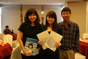 Jolyn Tan Lay Shian and her parents.  She is a JPA-sponsored student, who garnered two awards in the June 2012 examinations, winning the Top in the World award for Accounting (A-Level) as well as winning the First Place in Malaysia – Best Across 3 A-Level Subjects award.  After graduating from KDU, Jolyn is currently pursuing her Degree in Accounting and Finance at the University of Warwick, Coventry