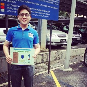EduSpiral assists students from application to accommodation visit and checking into the hostel. Vincent Chow from Ipoh checking into his APU accommodation