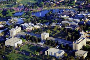 HELP University IT students can save on costs by transferring to one of the best universities in Australia, University of Queensland.