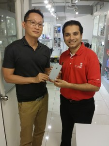 Muhammad Anis Ur Rehman, Manager, Student Services at Asia Pacific University and APIIT presenting an appreciation gift to Lonnie from EduSpiral Consultant Services