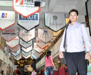 I was confused about which university to study. EduSpiral talked to me and took me to tour the campus to help me with my decision. Eddy Soo, Business at HELP University