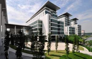 Taylor's University Lakeside Campus is strategically located in a modern and well-planned township. Just 30 minutes away from the bustling Kuala Lumpur