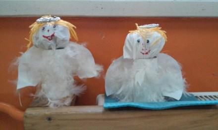 Aniołki z białych piórek