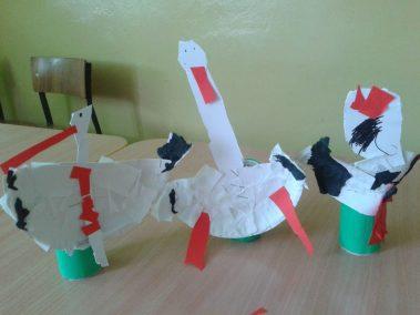 Bociany z papierowych talerzyków Jesień Kreatywnie z dzieckiem Marlena Wrońska Prace plastyczne Prace plastyczne Światowy Dzień Zwierząt Wiosna Zwierzęta