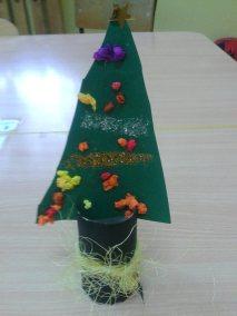 Choineczki z rolki papieru Dzień Drzewa Dzień Ochrony Środowiska Dzień Ziemi Kreatywnie z dzieckiem Marlena Wrońska Prace plastyczne (Boże Narodzenie) Święta Zima