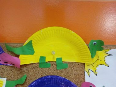 Dino z talerza Dzień Dinozaura Monika Okoń Prace plastyczne Prace plastyczne (Dzień Dinozaura) Zwierzęta (Prace plastyczne)