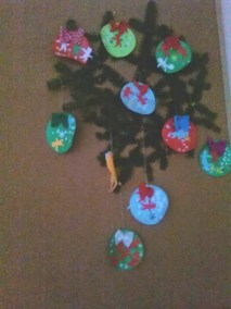 Ozdabiamy bombki brokatem Boże Narodzenie Dekoracje (Boże Narodzenie) Dominika Kobylak Kreatywnie z dzieckiem Prace plastyczne (Boże Narodzenie) Święta