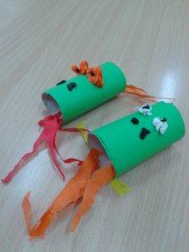 Smok z rolki po papierze Dzień postaci z bajek Karnawał Marlena Wrońska Prace plastyczne Prace plastyczne (Dzień Postaci z Bajek) Prace plastyczne (Karnawał) Zwierzęta (Prace plastyczne)