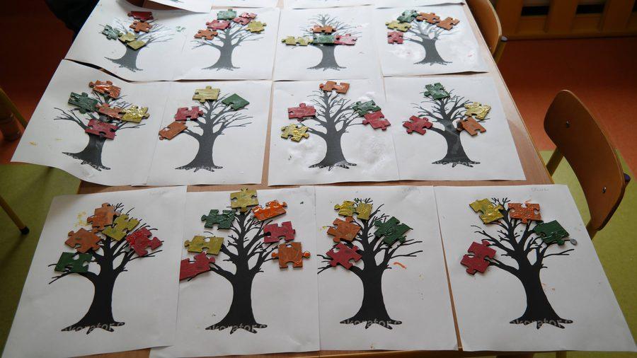 Puzzlowe drzewa Aneta Grądzka-Rudziak Dzień Drzewa Dzień Lasu Dzień Ochrony Środowiska Dzień Ziemi Jesień Jesień Kreatywnie z dzieckiem Prace plastyczne Rośliny
