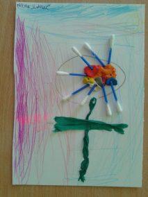 Kwiatek z patyczków do uszu Jesień Jesień Kreatywnie z dzieckiem Lato Marlena Wrońska Prace plastyczne Prace plastyczne Rośliny Wiosna