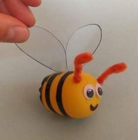 Pszczoły z opakowań po kinder jajkach Dominika Kobylak Lato Prace plastyczne Prace plastyczne (Dzień Zwierząt) Prace plastyczne (Lato) Światowy Dzień Zwierząt Wiosna (Prace plastyczne) Zwierzęta (Prace plastyczne)