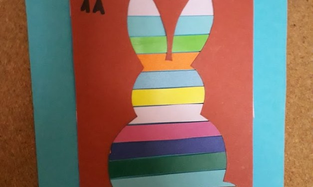 Wielkanocny zajączek w kolorowe paski