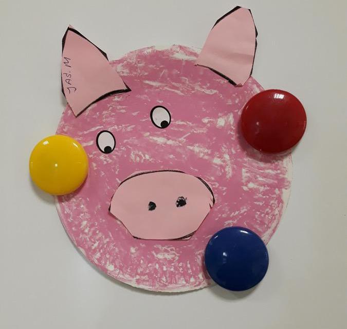 Psotna świnka z papierowych talerzyków